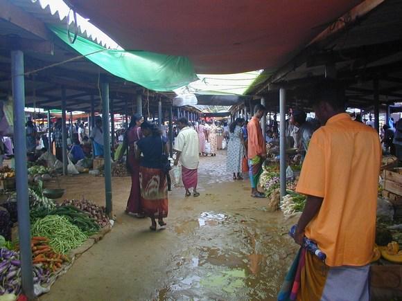 Intendo dire che è realmente un mercato della gente del luogo senza nessuna  influenza per turisti i quali 0b393b1456a
