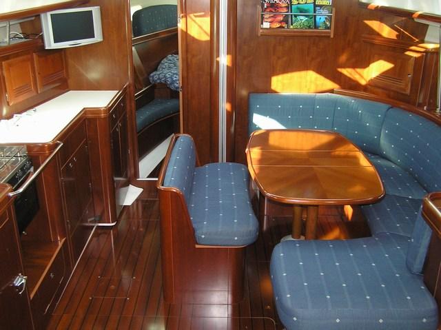 In barca a vela sulla strega rossa for Costruito nella cabina della cucina