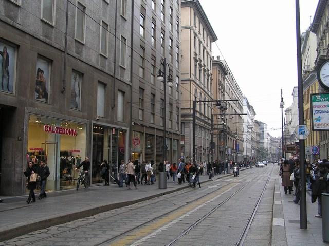 Milano da piazza del duomo ai navigli for Negozi arredamento torino