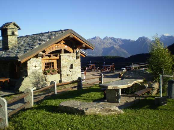 Torgnon il paese del sole valle d 39 aosta for Disegni di chalet svizzeri